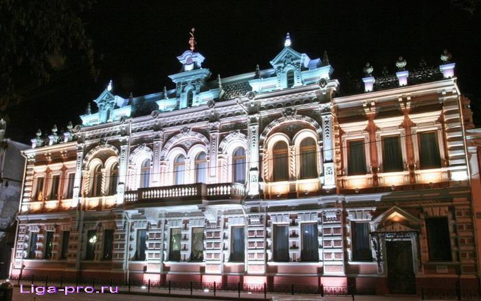 Особняк Богарсуковых с ночной подсветкой